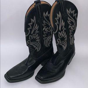 Ariat Cowboy boots. Men's size 8,5 D.